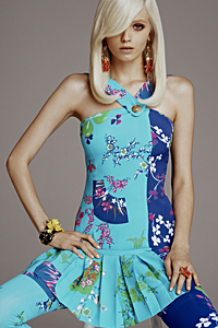 The Icons of Versace for H&M: Strong Color, Wild Print and Glamorous Attitude