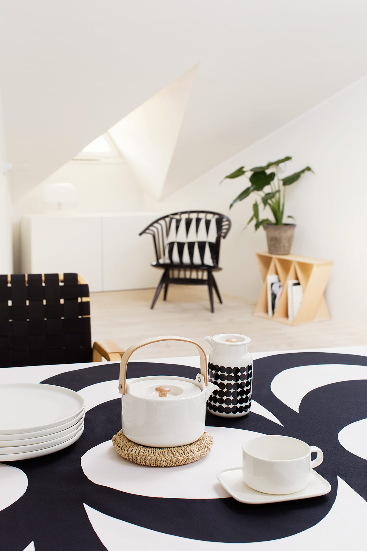 Marimekko-Oiva-Dinnerware-Table-Look