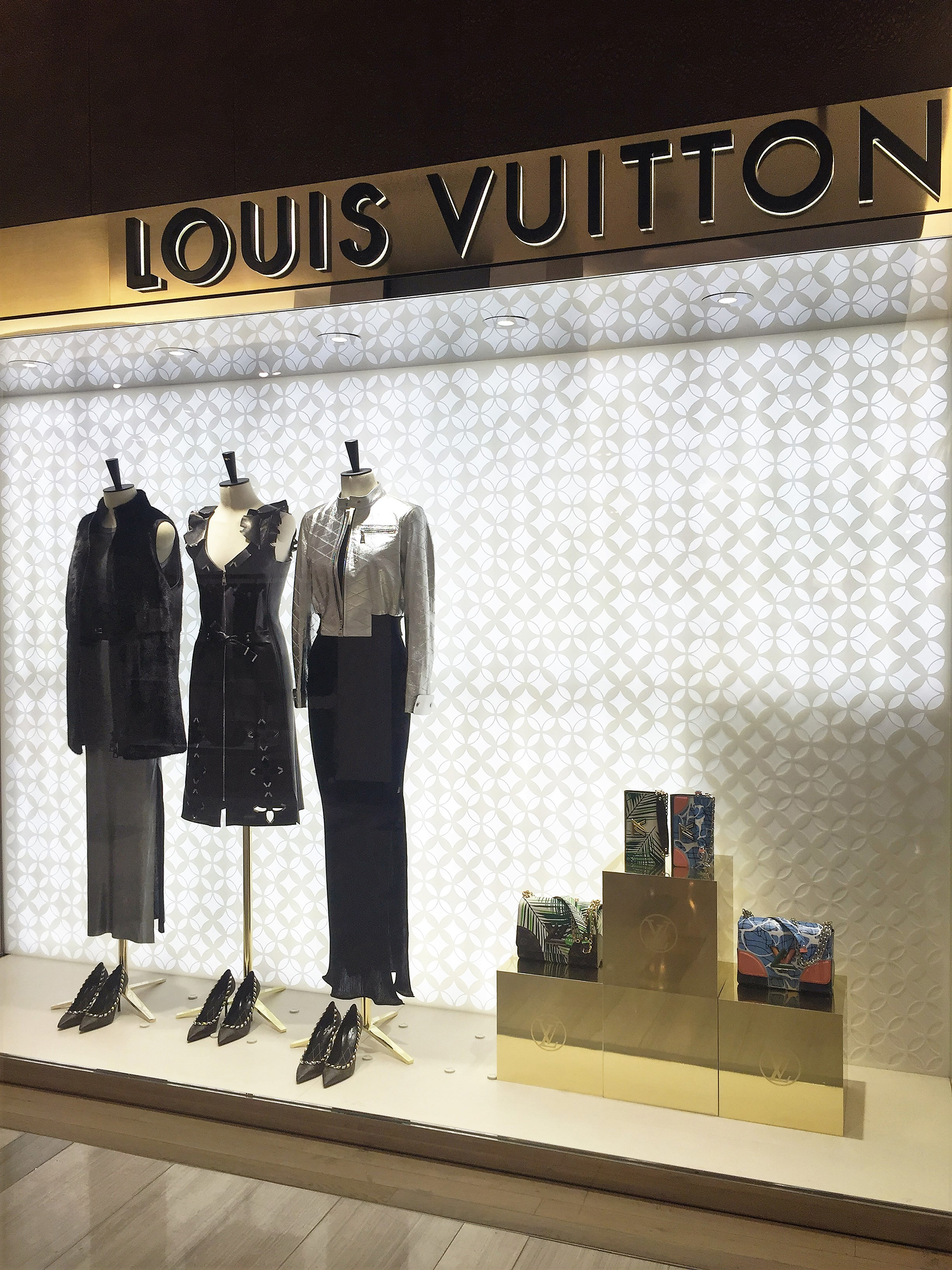 Louis-Vuitton-Saks-5th-Ave-01