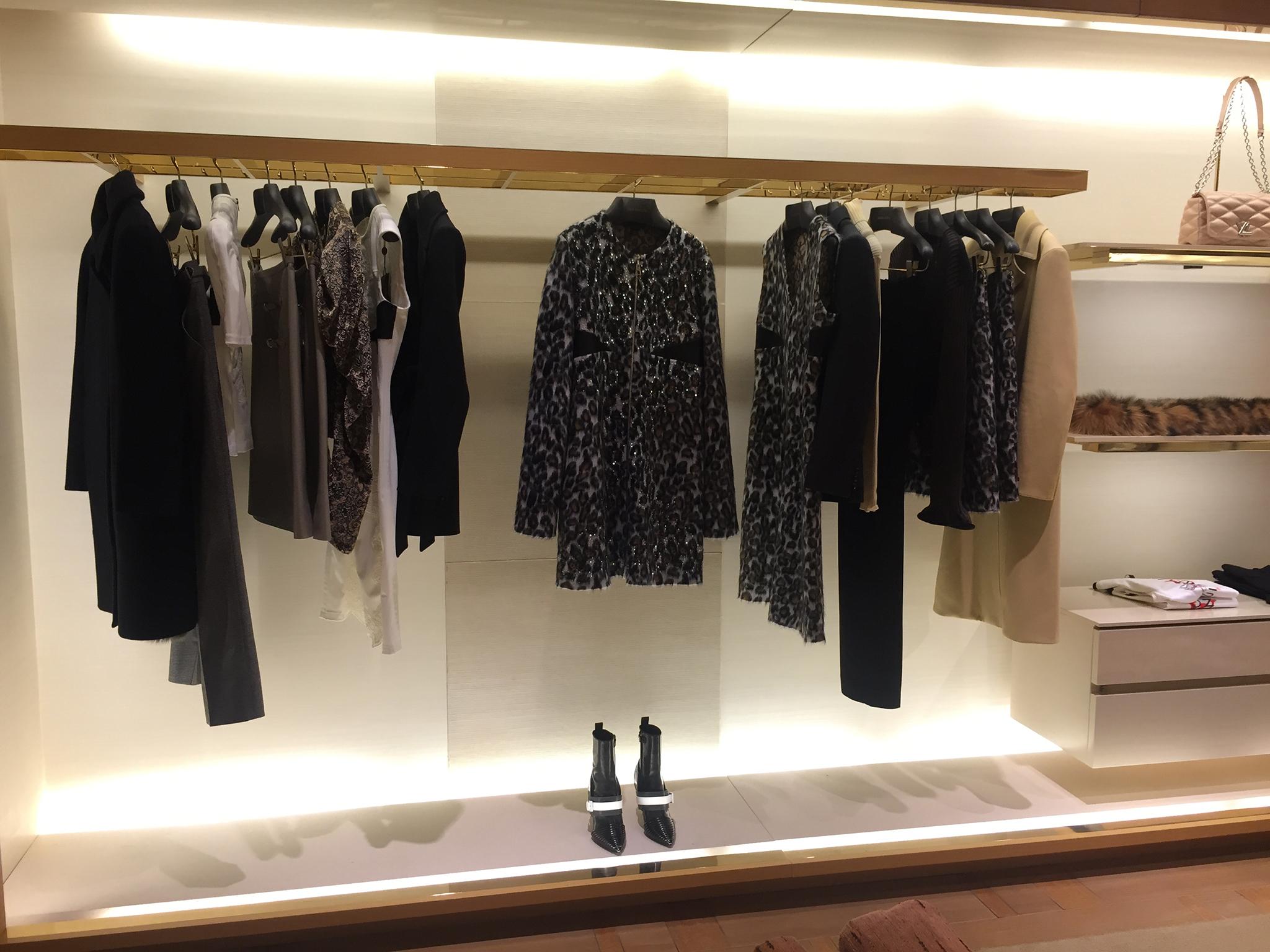 Louis-Vuitton-Saks-5th-Ave-04