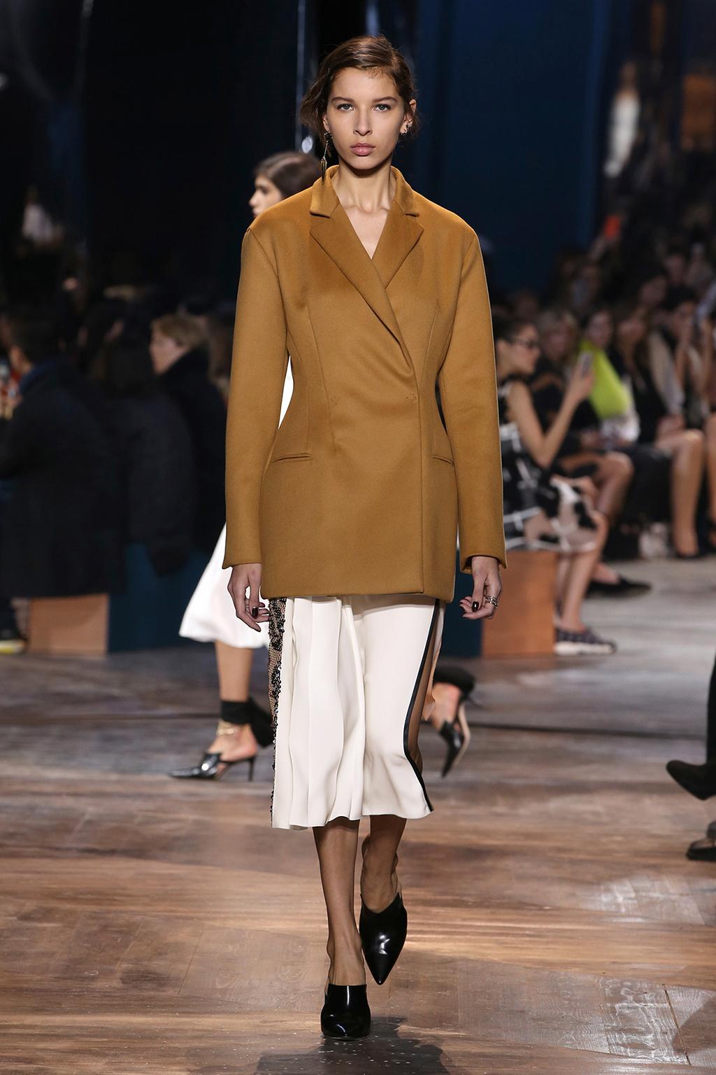 Dior-Couture-Silhouette-09