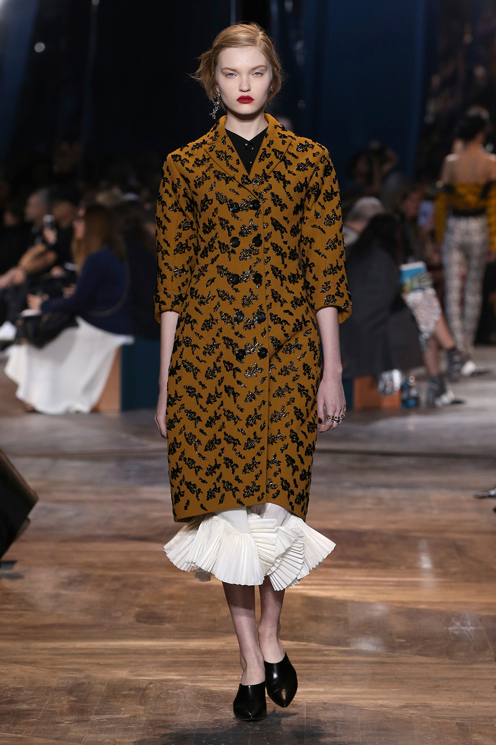 Dior-Couture-Silhouette-18