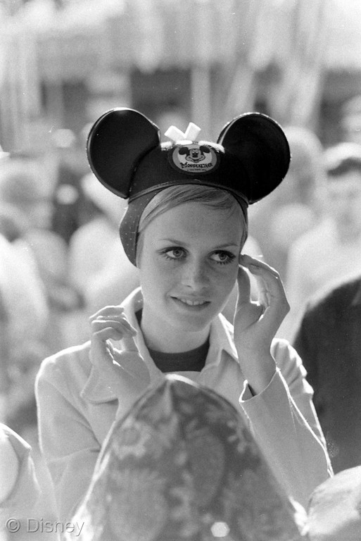 Minnie-Rock-the-Dots-Twiggy-1967