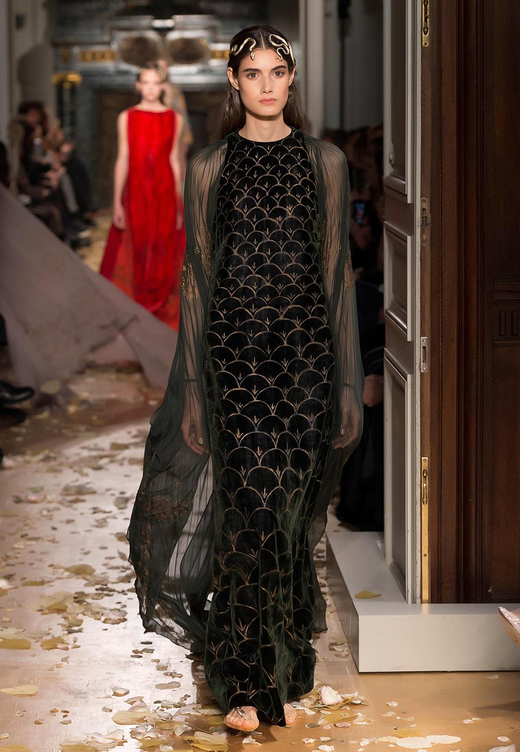 Valentino-Couture-Silhouette-02
