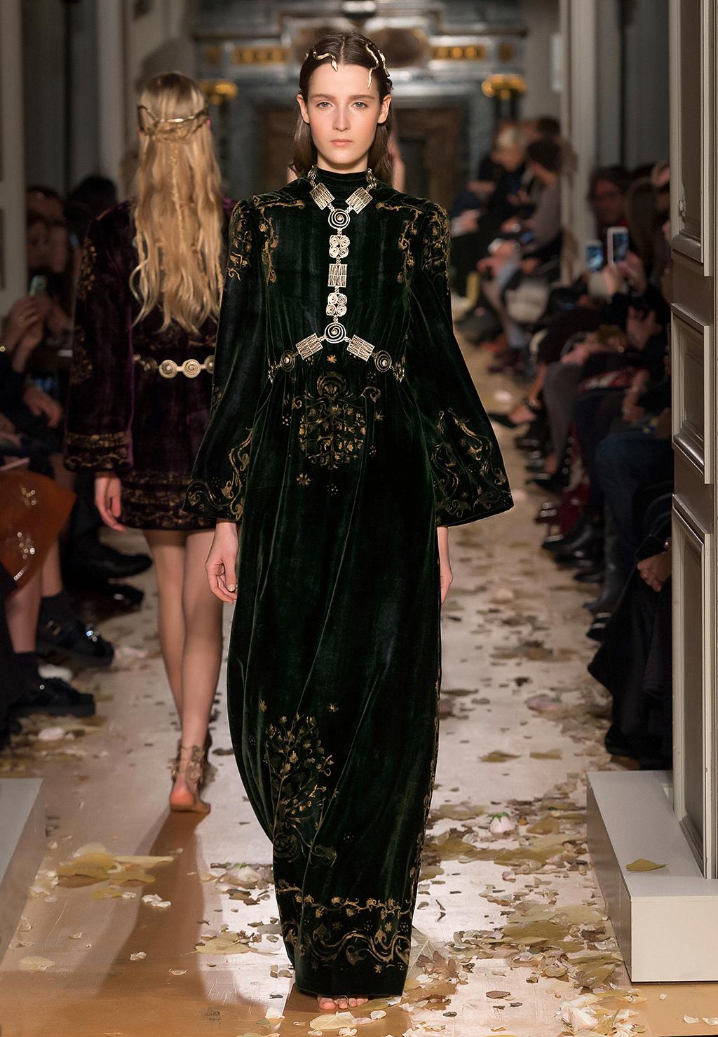 Valentino-Couture-Silhouette-10