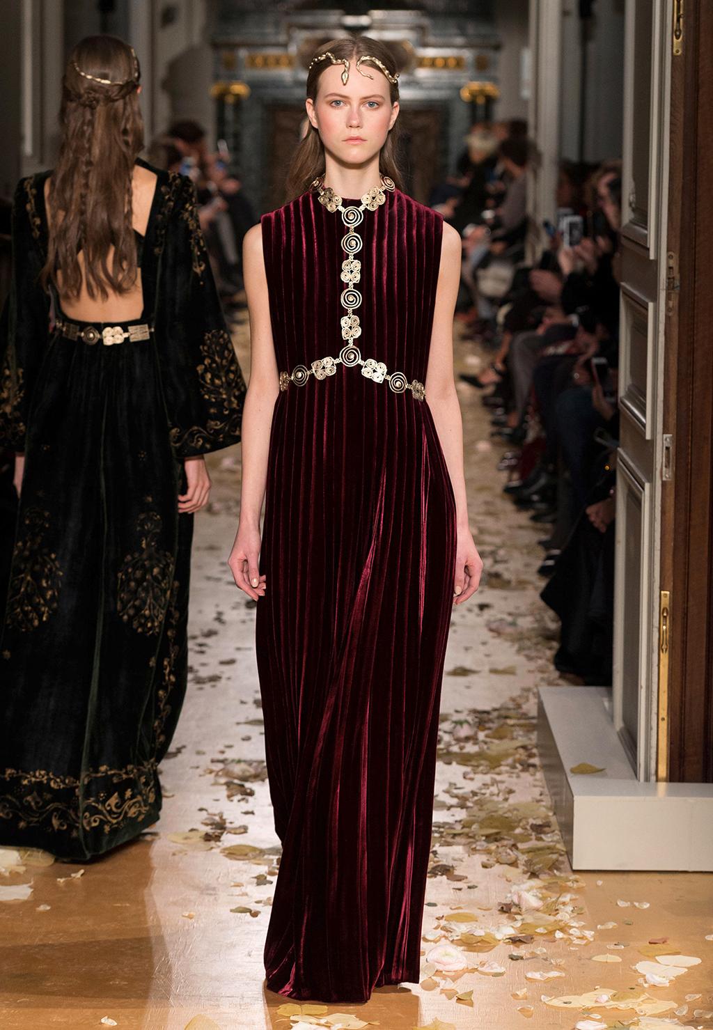 Valentino-Couture-Silhouette-11