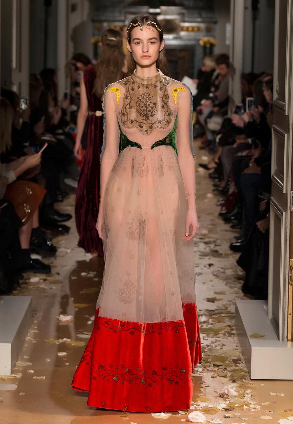 Valentino-Couture-Silhouette-12