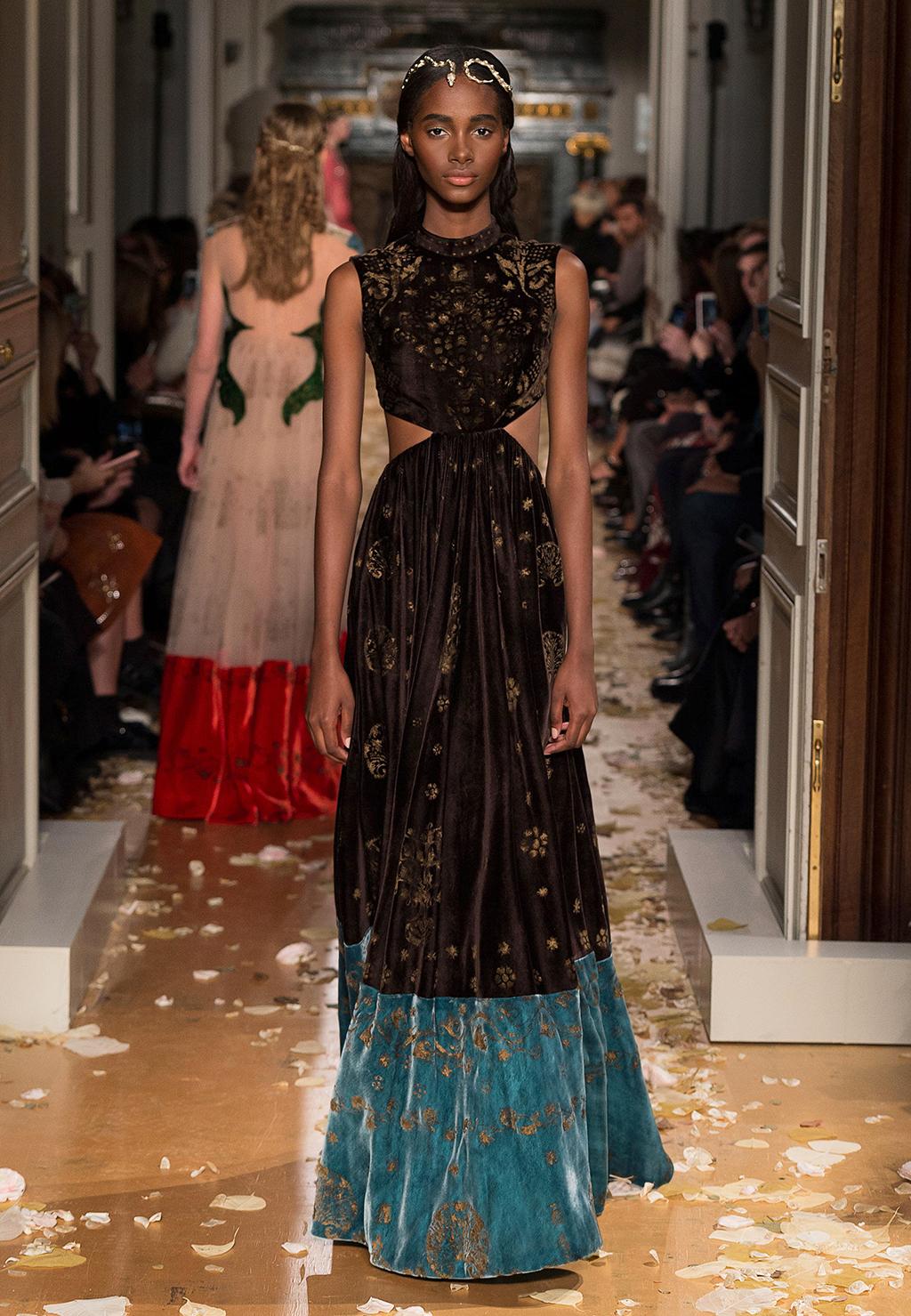 Valentino-Couture-Silhouette-13