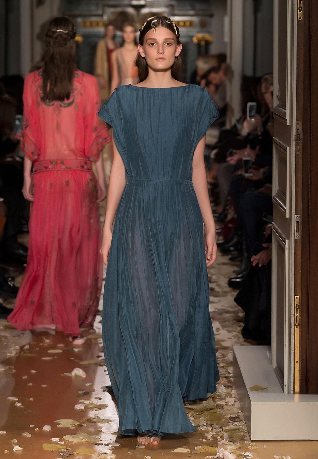 Valentino-Couture-Silhouette-16