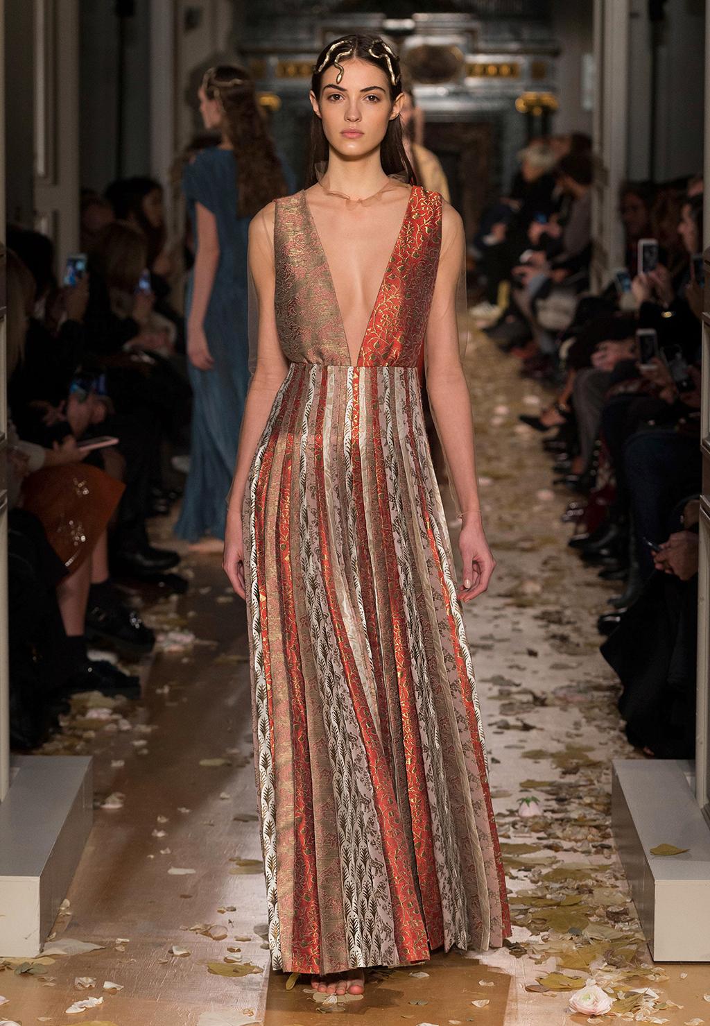 Valentino-Couture-Silhouette-17