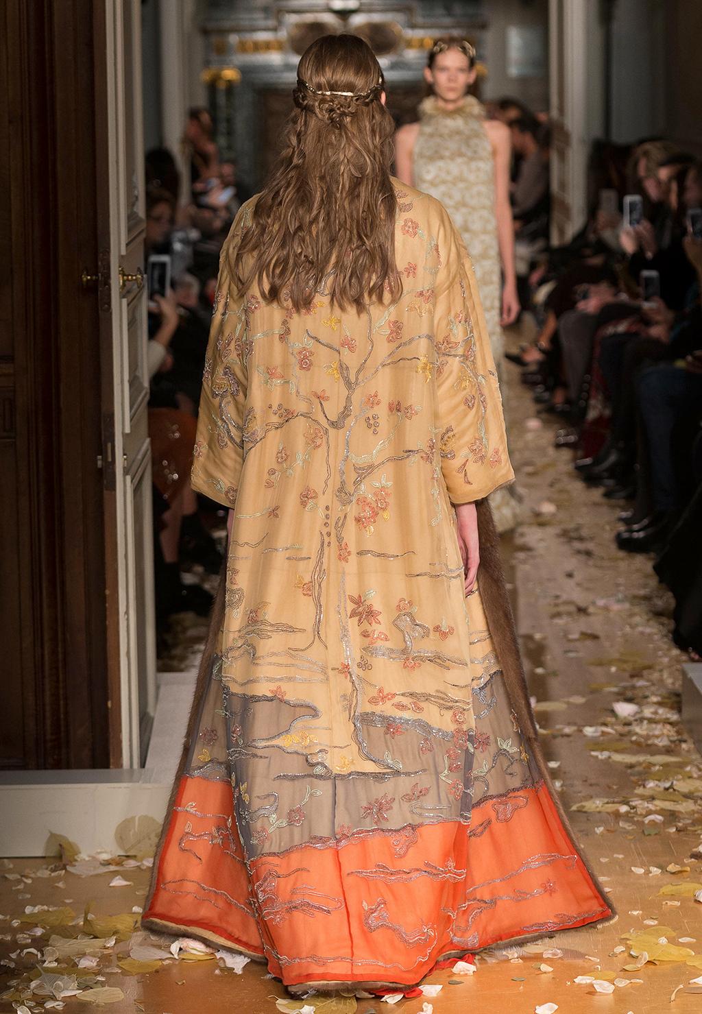 Valentino-Couture-Silhouette-19