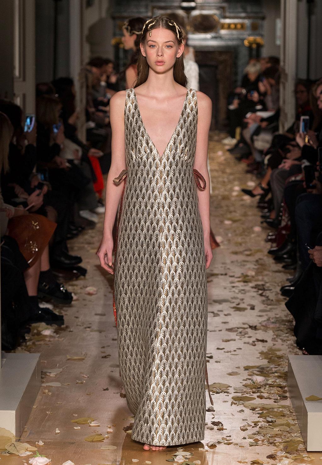 Valentino-Couture-Silhouette-20