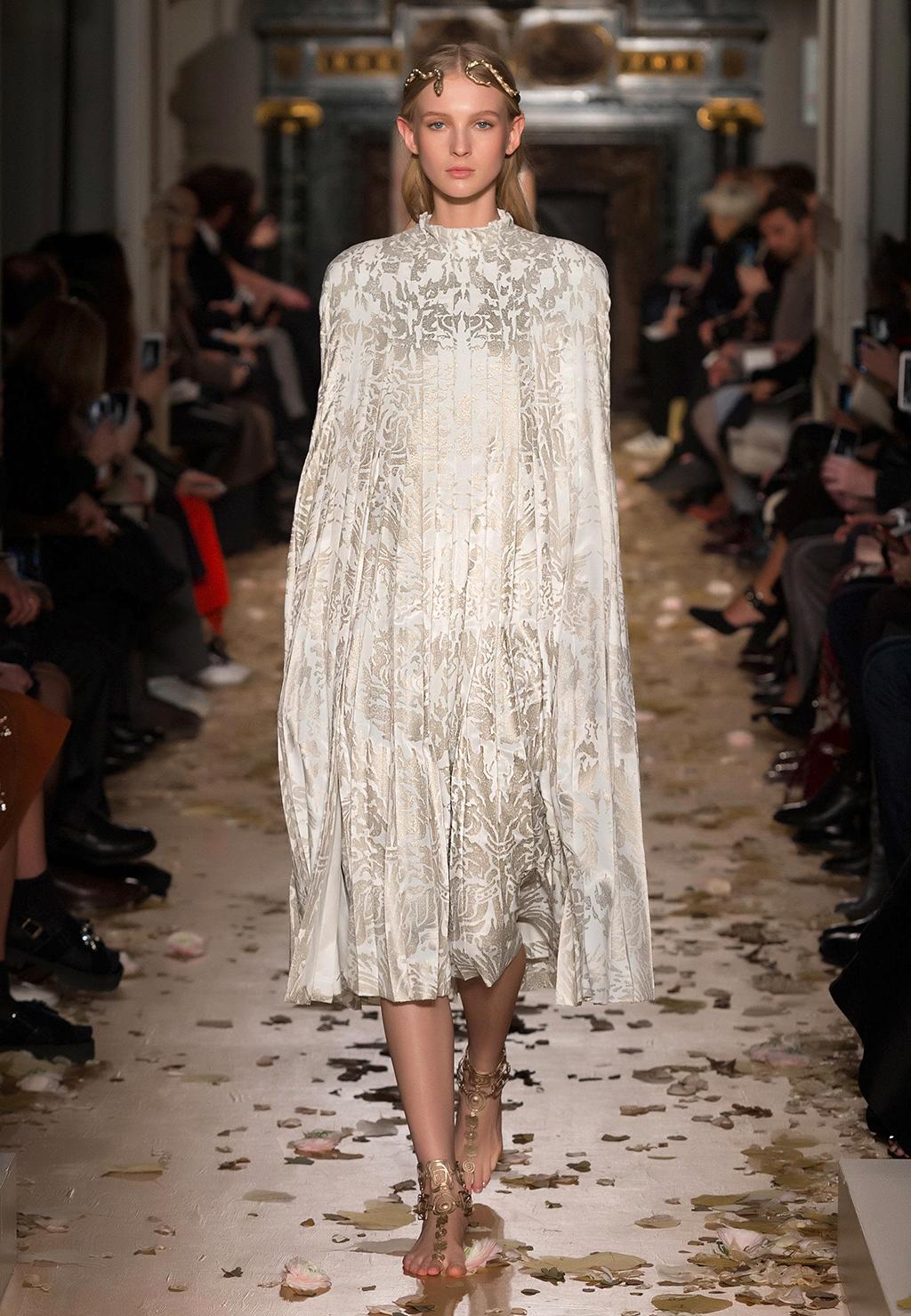 Valentino-Couture-Silhouette-21