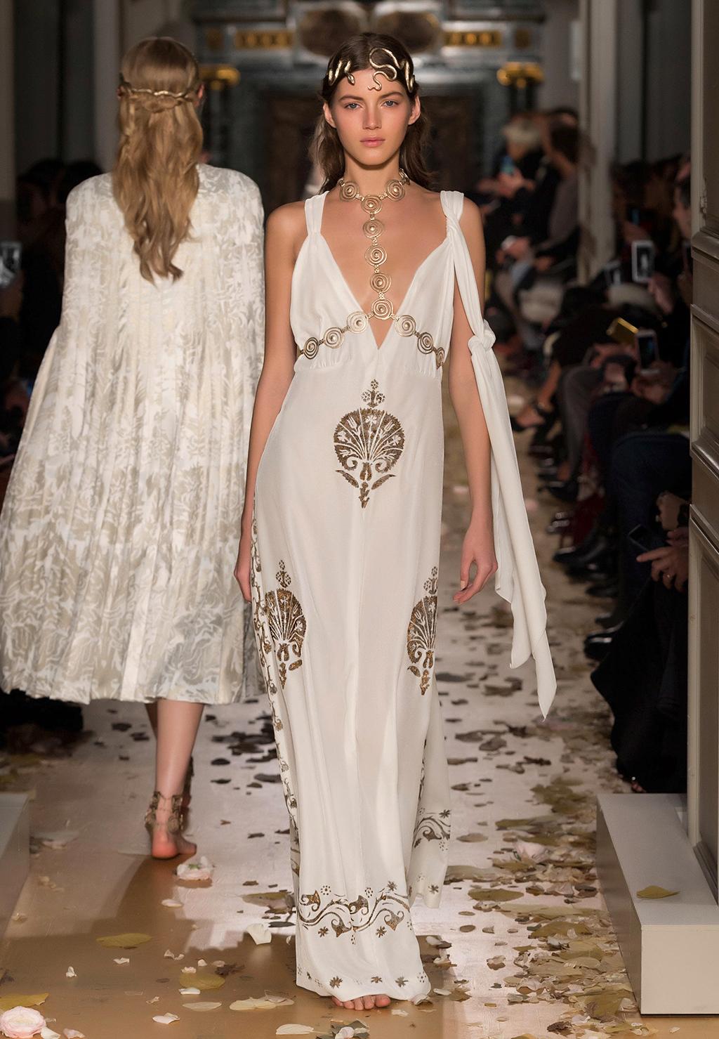 Valentino-Couture-Silhouette-22