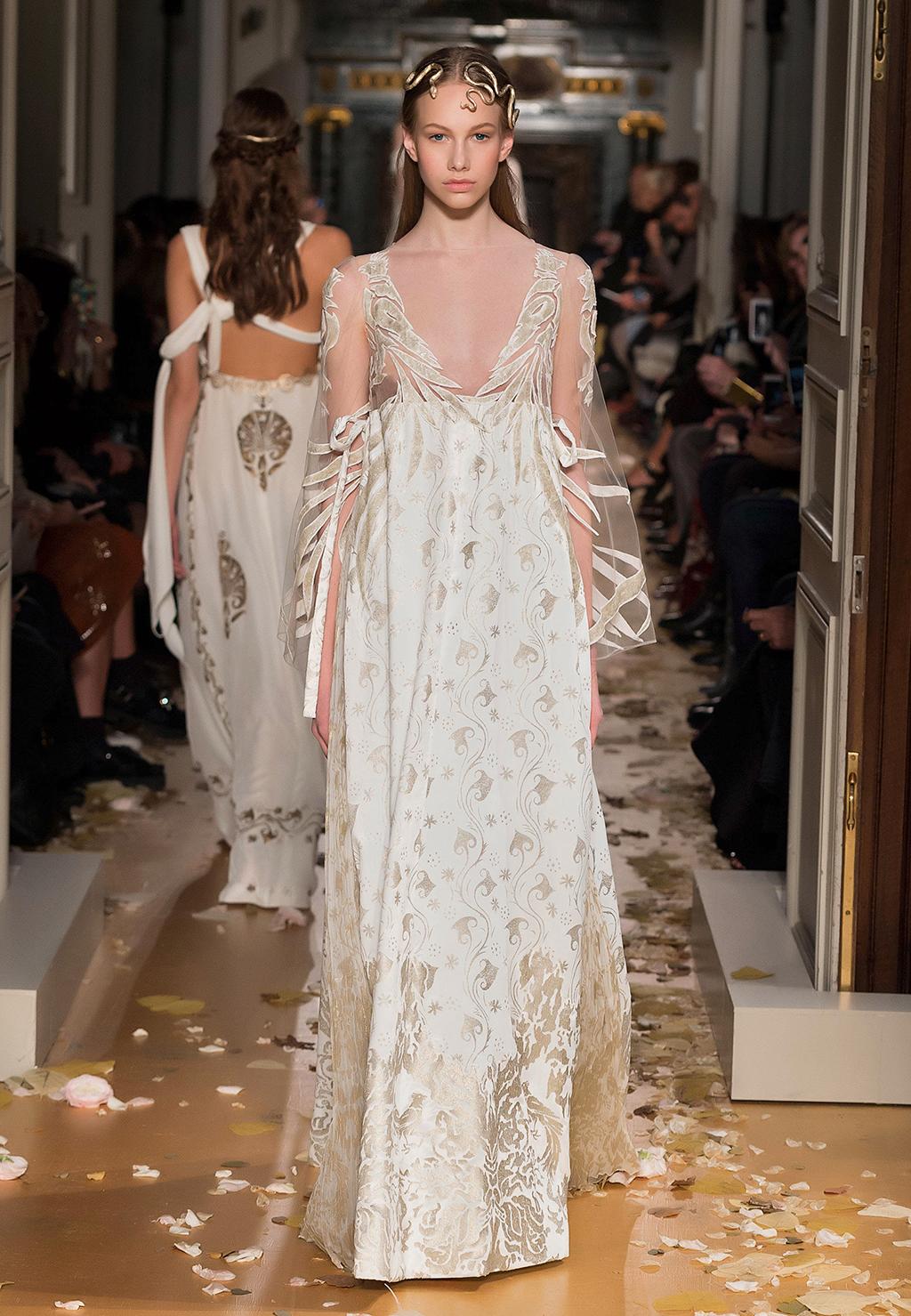 Valentino-Couture-Silhouette-23