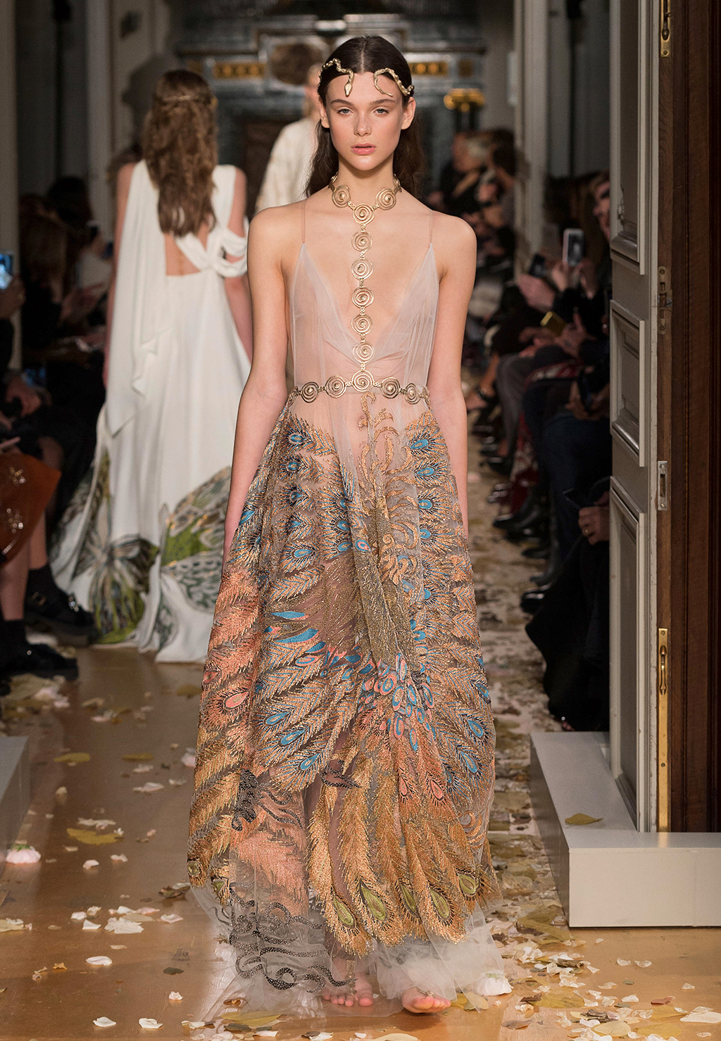 Valentino spring summer 2016 haute couture collection for Fashion couture clothing