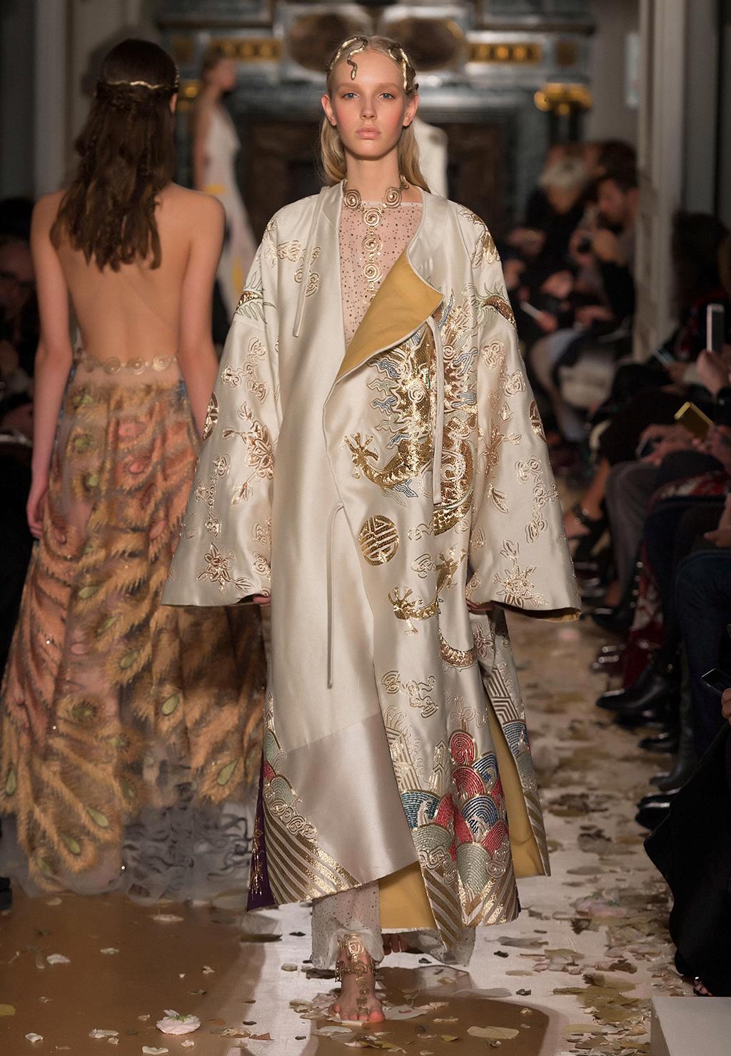 Valentino-Couture-Silhouette-27