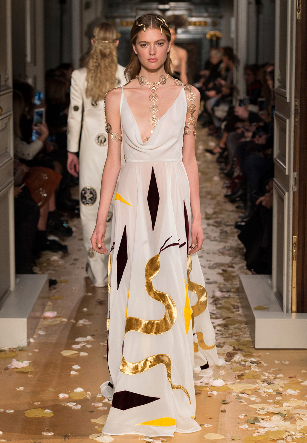 Valentino-Couture-Silhouette-30