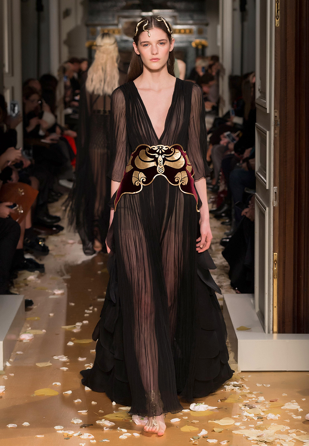 Valentino-Couture-Silhouette-32