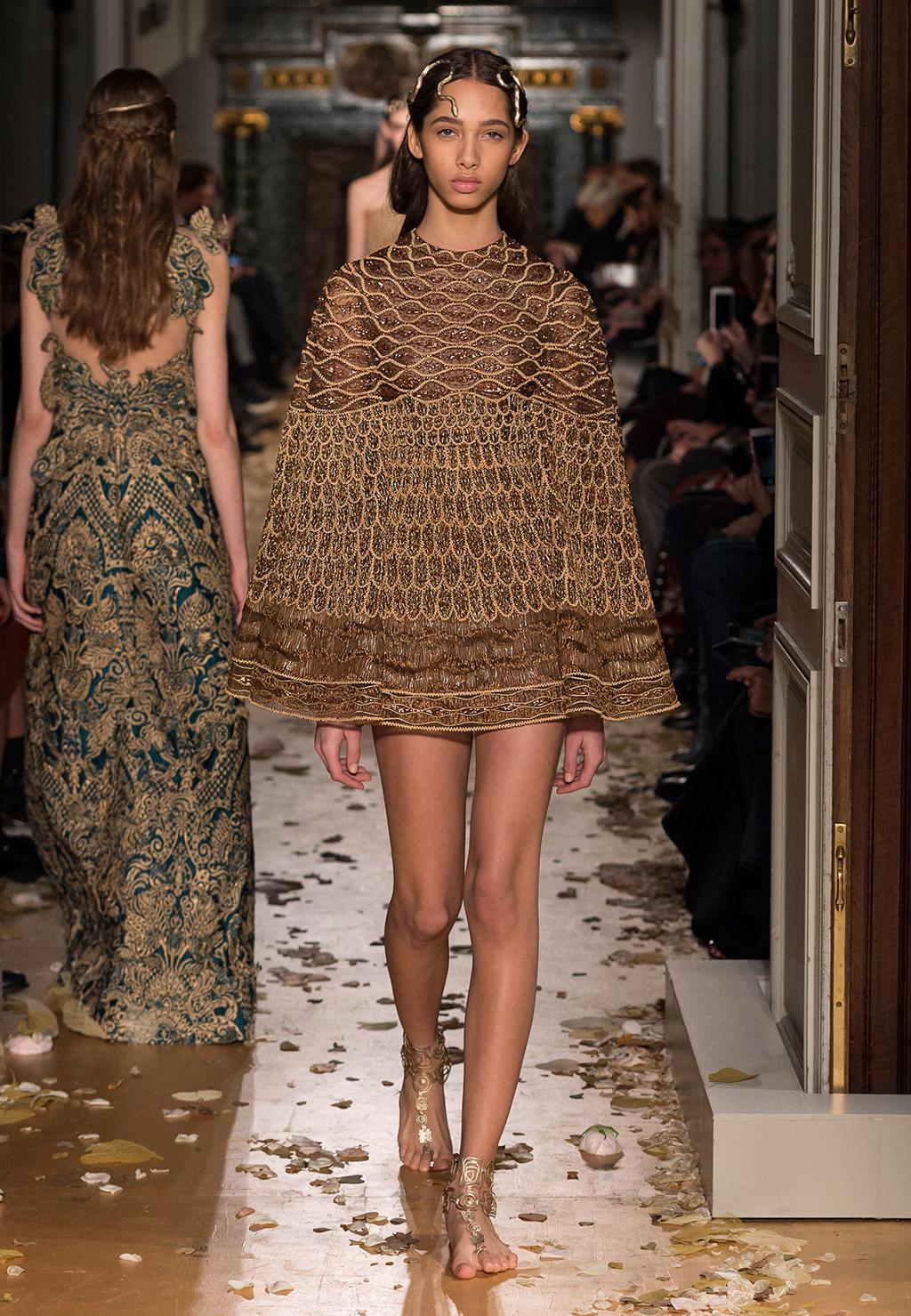 Valentino-Couture-Silhouette-35
