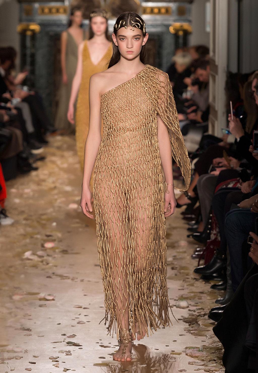 Valentino-Couture-Silhouette-36