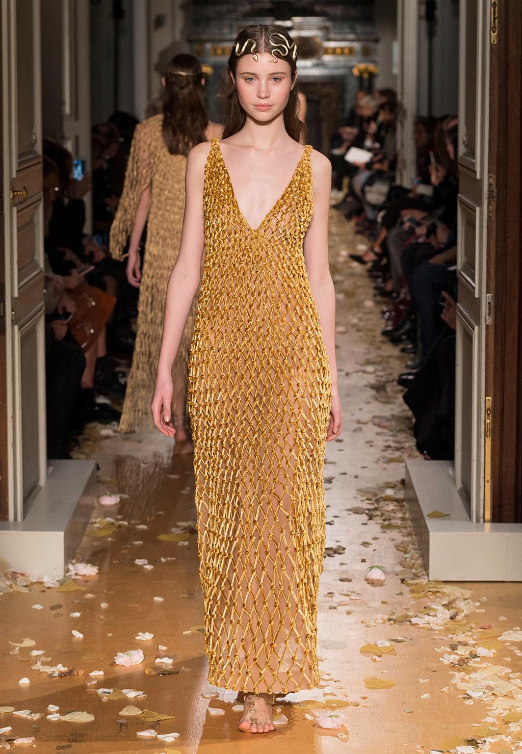 Valentino-Couture-Silhouette-37