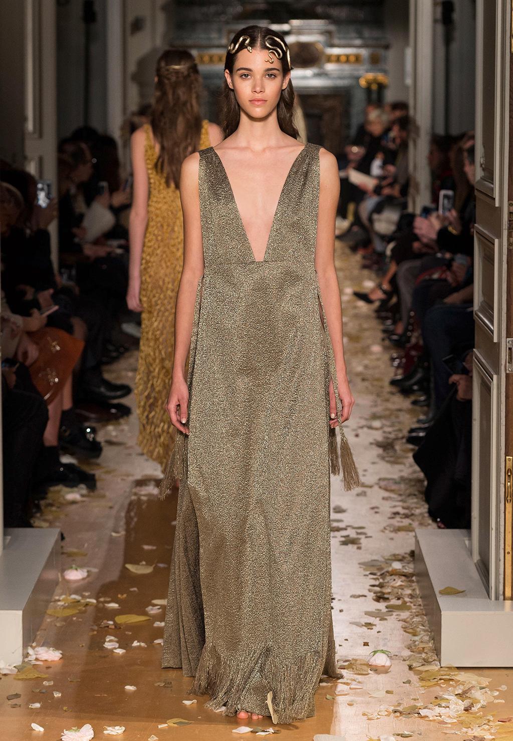 Valentino-Couture-Silhouette-38