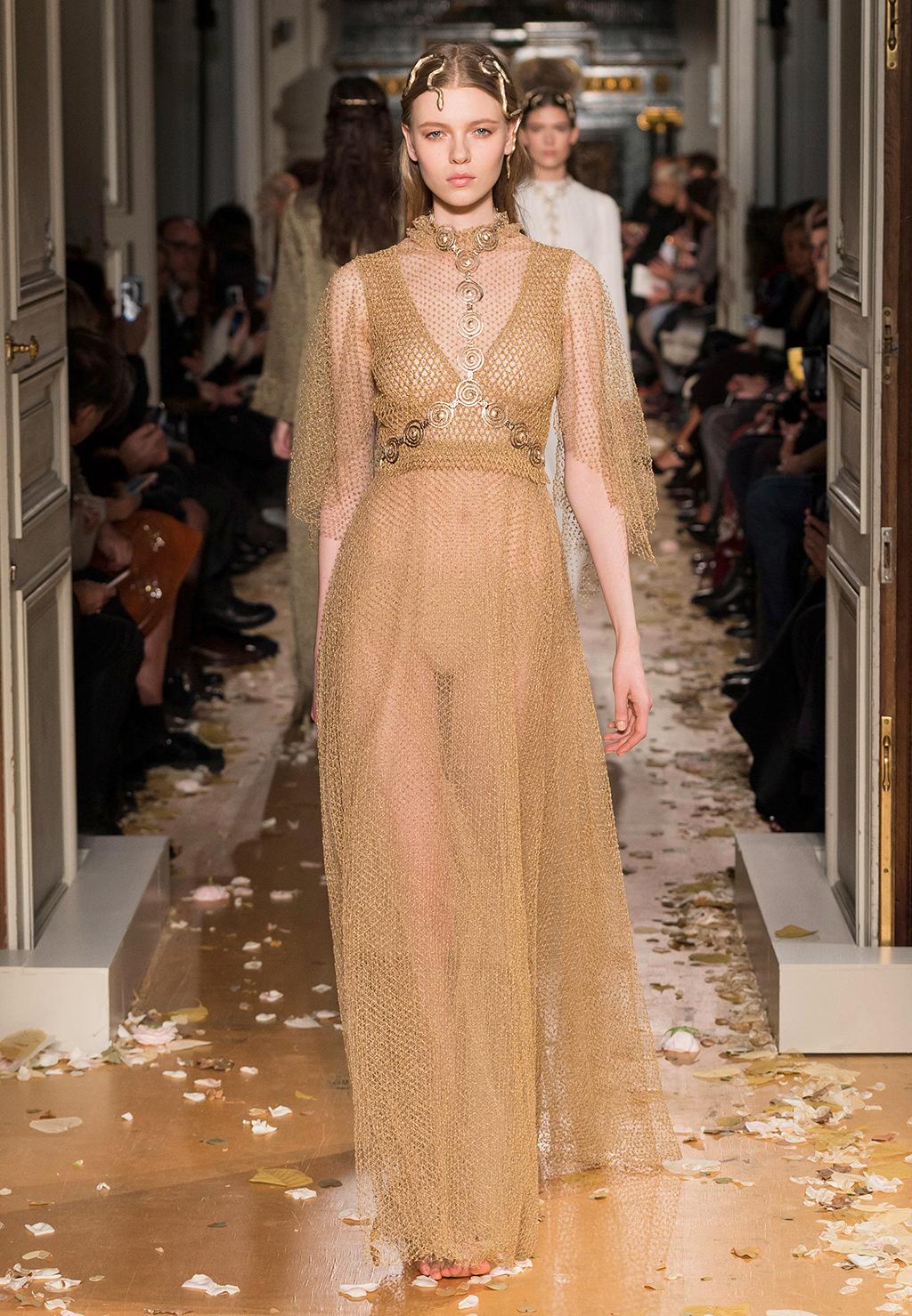 Valentino-Couture-Silhouette-39