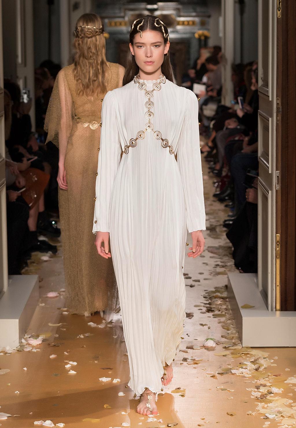 Valentino-Couture-Silhouette-40
