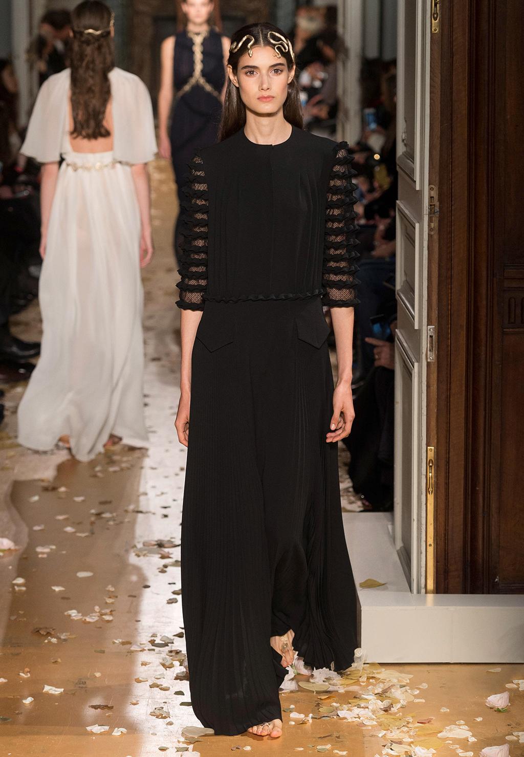 Valentino-Couture-Silhouette-44