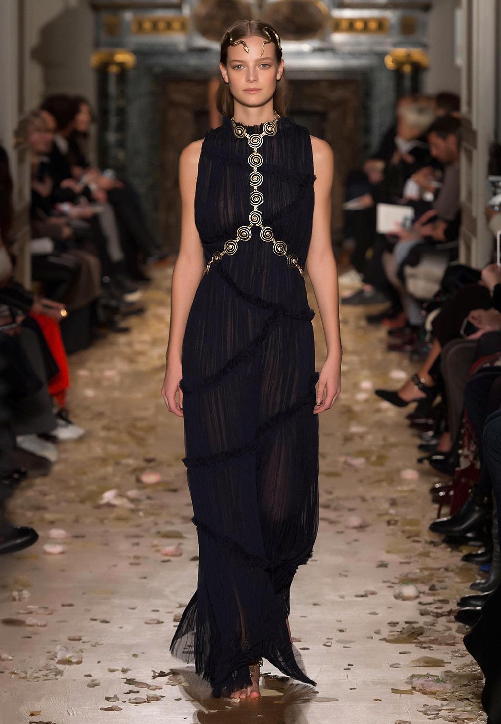 Valentino-Couture-Silhouette-45