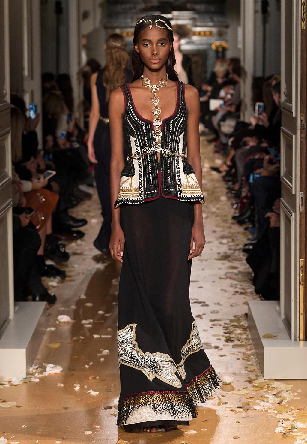 Valentino-Couture-Silhouette-46
