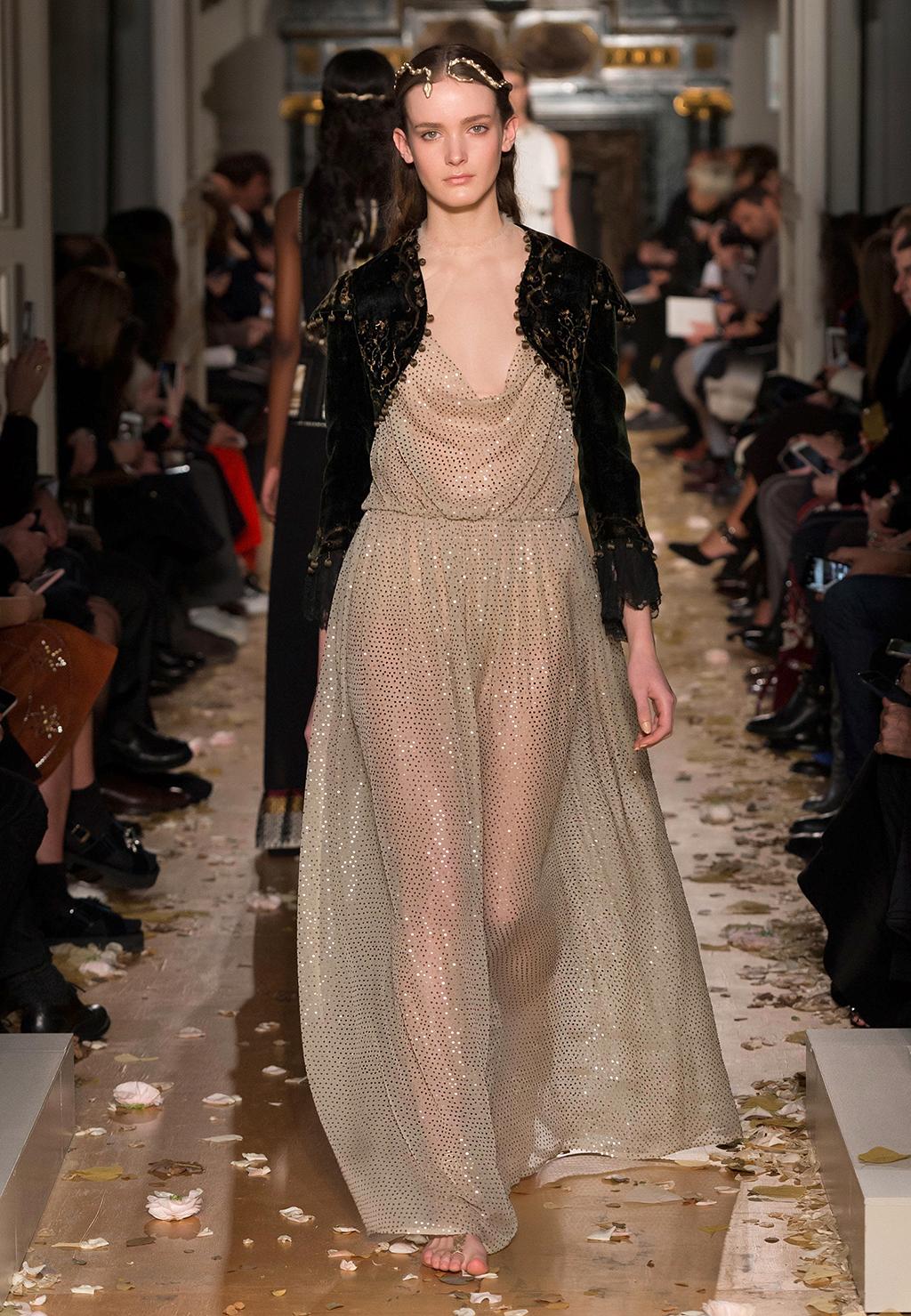 Valentino-Couture-Silhouette-47