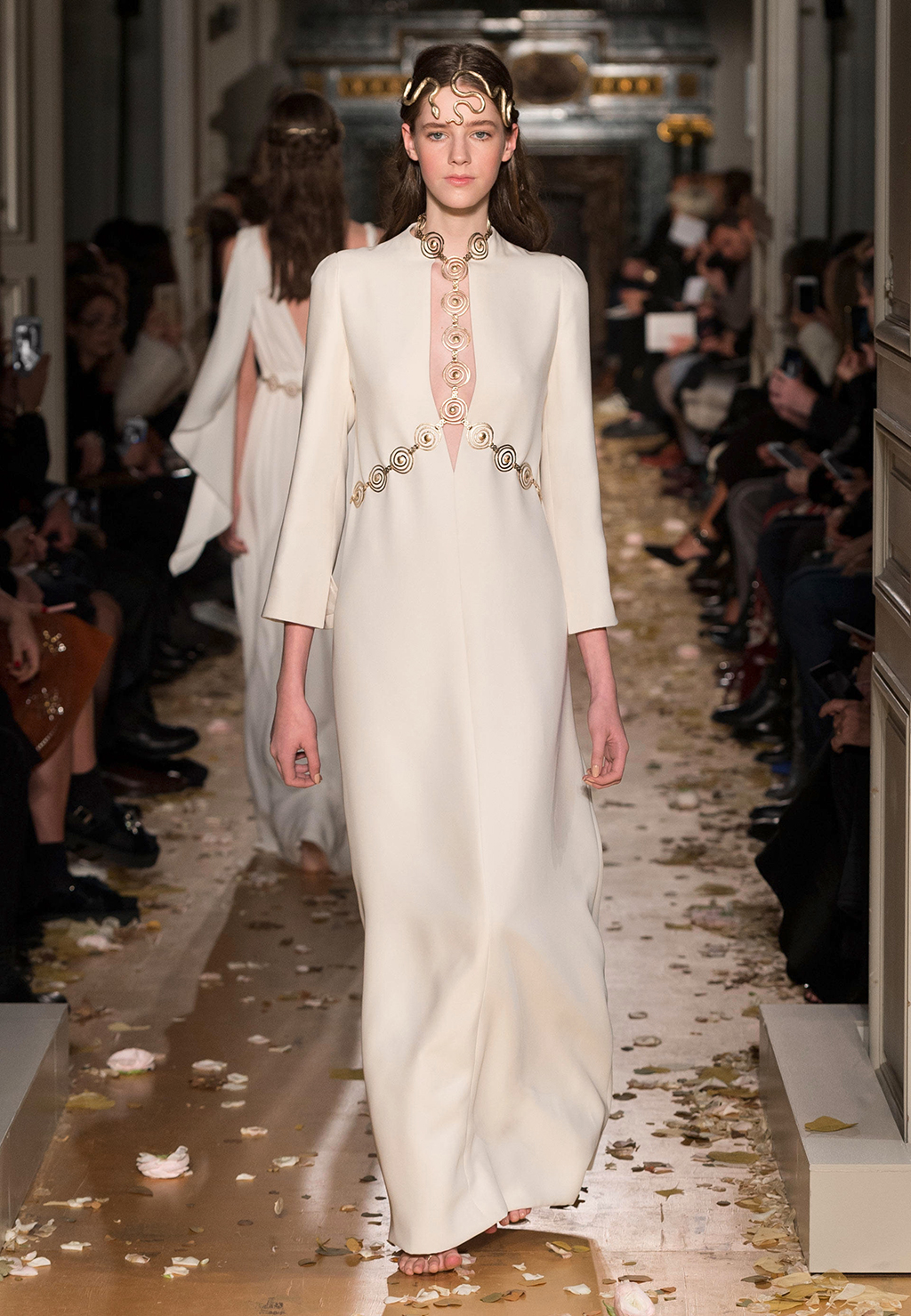 Valentino spring summer 2016 haute couture collection for Haute couture fashion