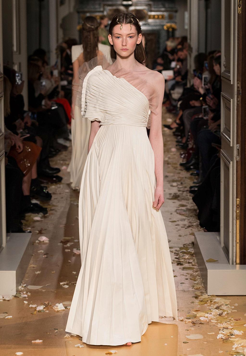 Valentino-Couture-Silhouette-52