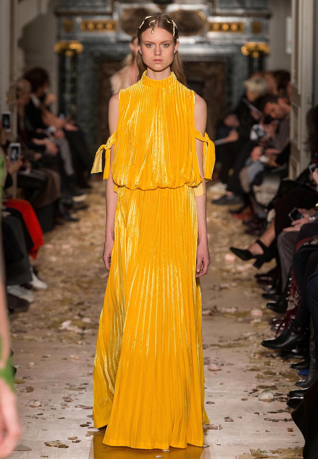 Valentino-Couture-Silhouette-55