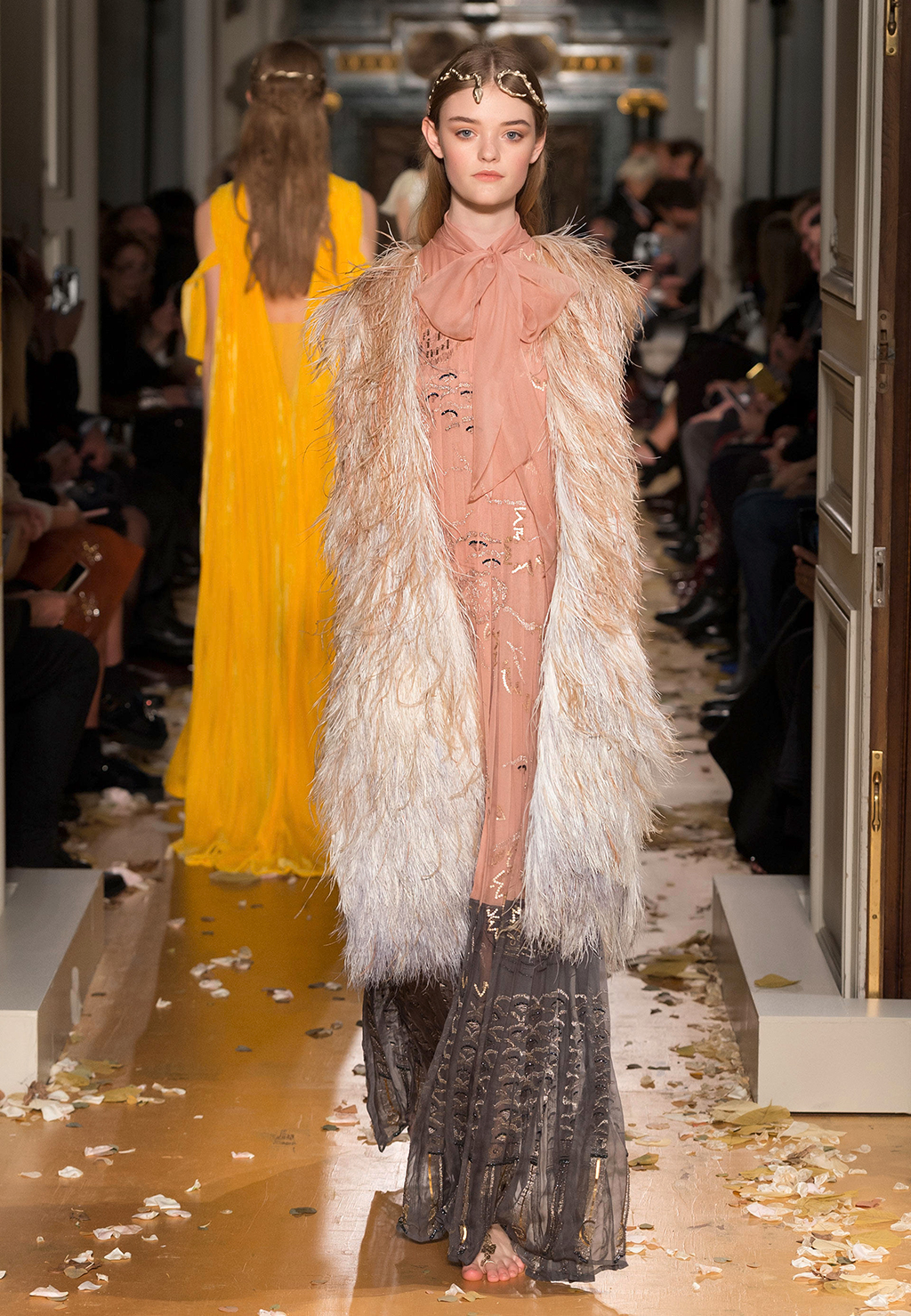 Valentino-Couture-Silhouette-56