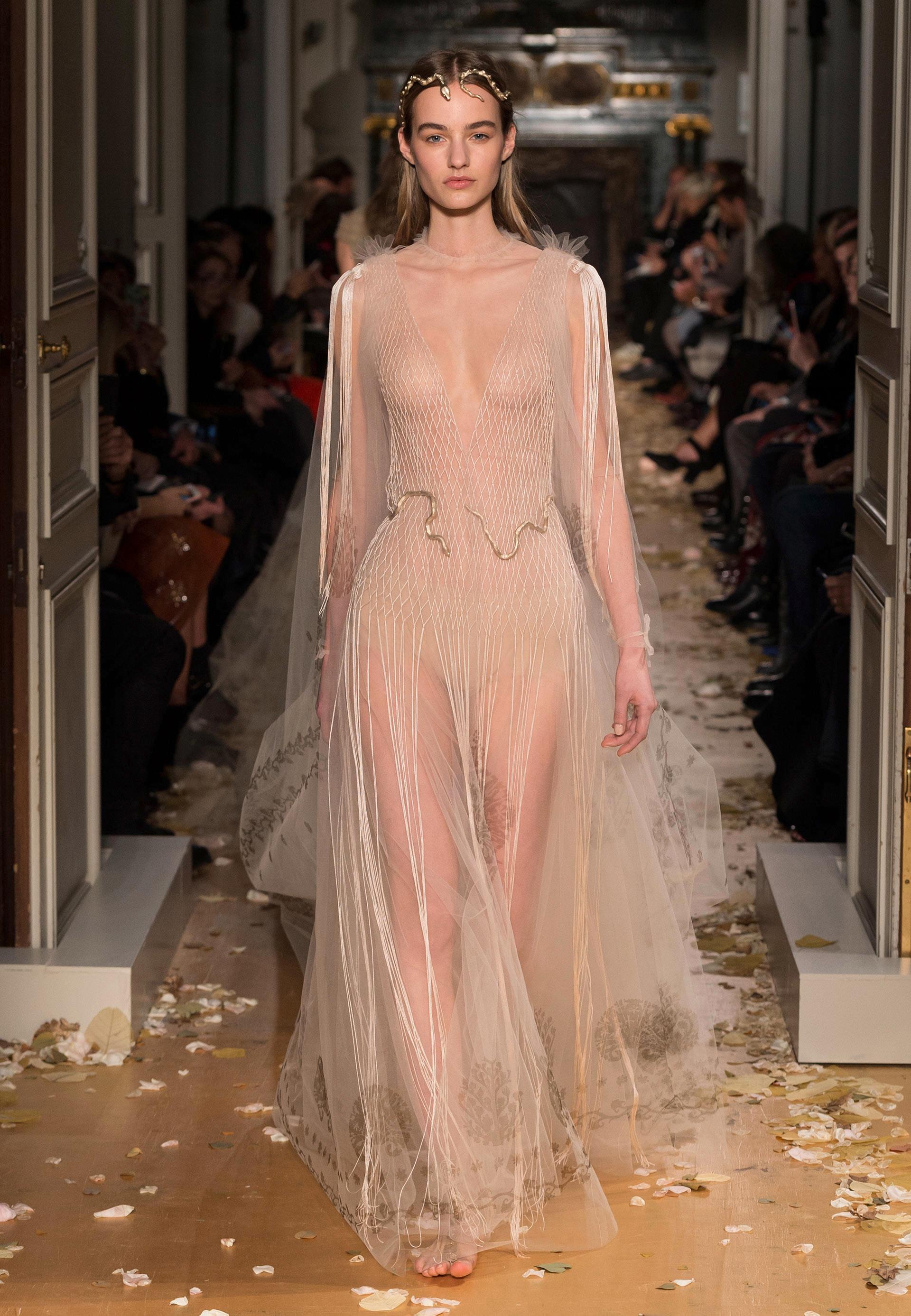 Valentino-Couture-Silhouette-59