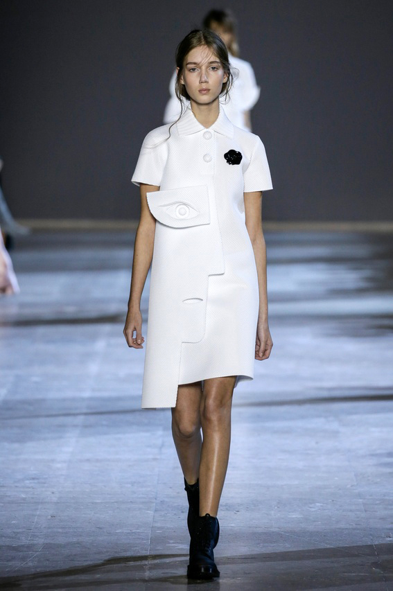Viktor-Rolf-Couture-Silhouette-01