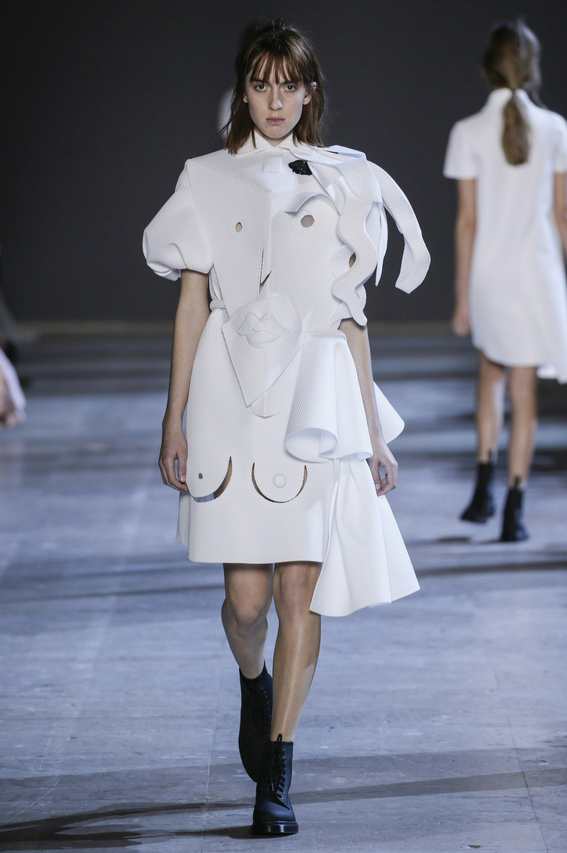 Viktor-Rolf-Couture-Silhouette-03