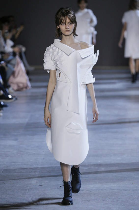 Viktor-Rolf-Couture-Silhouette-04