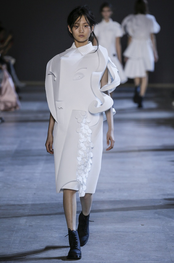 Viktor-Rolf-Couture-Silhouette-05