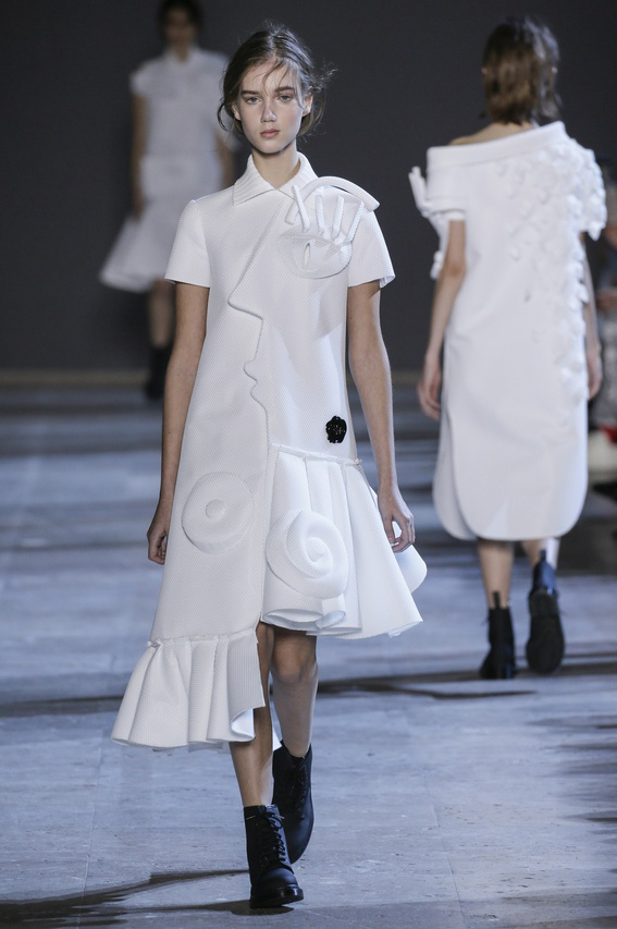 Viktor-Rolf-Couture-Silhouette-06