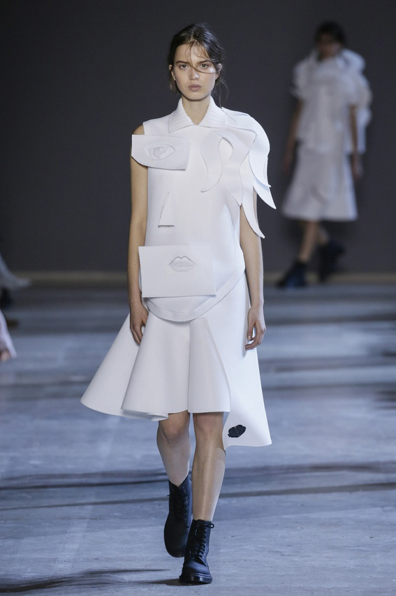 Viktor-Rolf-Couture-Silhouette-07