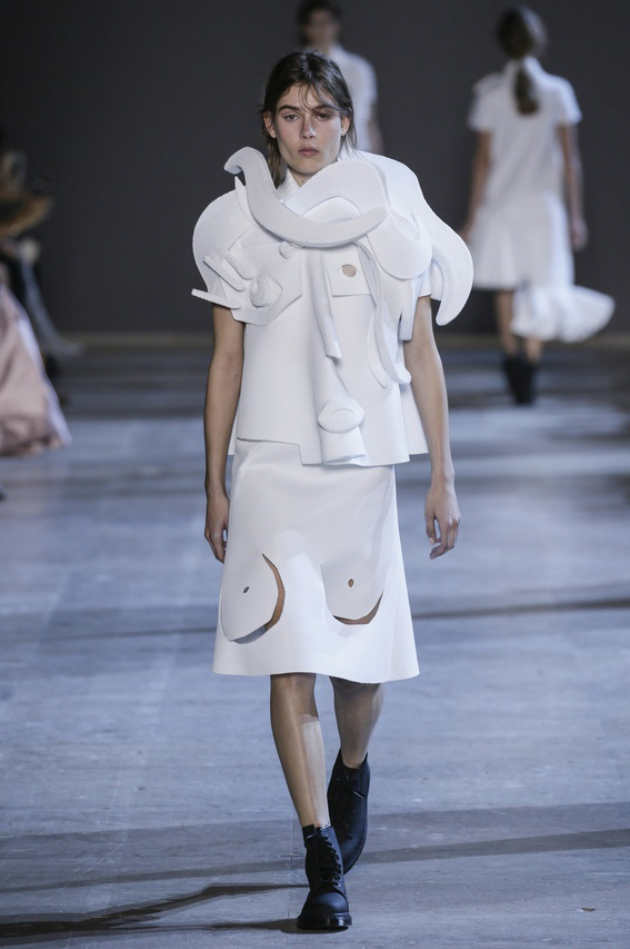 Viktor-Rolf-Couture-Silhouette-08