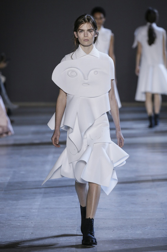 Viktor-Rolf-Couture-Silhouette-09