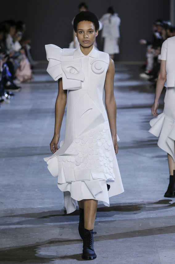 Viktor-Rolf-Couture-Silhouette-10