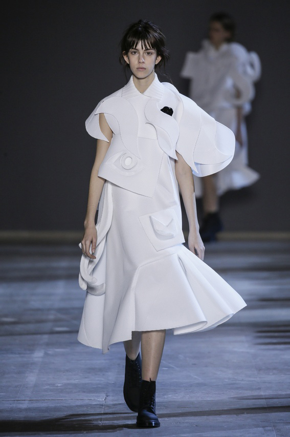 Viktor-Rolf-Couture-Silhouette-11