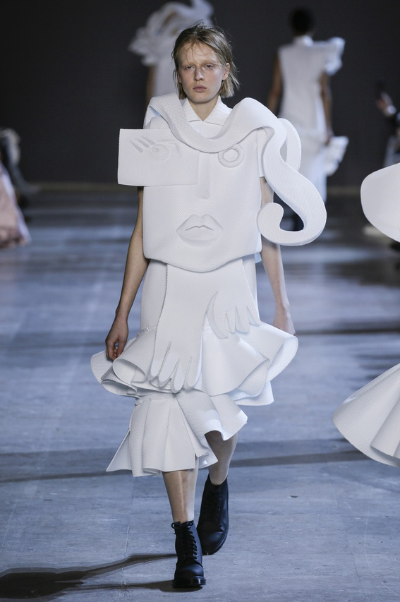 Viktor-Rolf-Couture-Silhouette-12