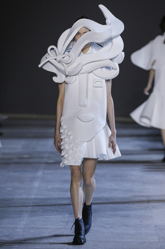 Viktor-Rolf-Couture-Silhouette-13